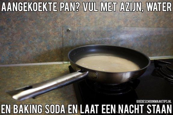 makkelijk een aangekoekte pan schoonmaken